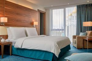 A bed or beds in a room at Radisson Blu Hotel Kaliningrad