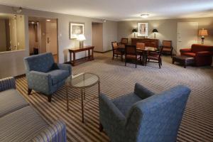 A seating area at Radisson Hotel Philadelphia Northeast