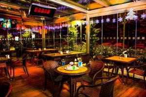 A restaurant or other place to eat at Radisson Blu Hotel, Kayseri