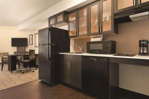 A kitchen or kitchenette at Park Inn by Radisson, Calgary Airport North, AB
