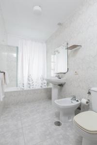A bathroom at Pensión Dorotea