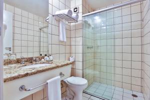 A bathroom at eSuites Sorocaba by Atlantica