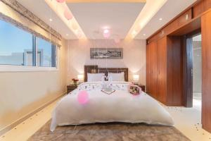سرير أو أسرّة في غرفة في Resort Riyadh