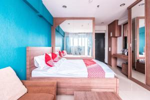 A bed or beds in a room at OYO 2122 Qubic