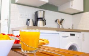 A kitchen or kitchenette at LE REFUGE