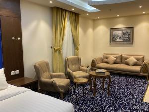 Uma área de estar em Golden Rose Hotel Apartments