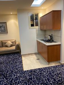 A cozinha ou cozinha compacta de Golden Rose Hotel Apartments