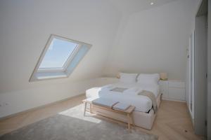 Cama o camas de una habitación en Liiiving in Porto - Luxury Beachfront Apartments