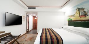 A bed or beds in a room at Nostalgia Hotel Beijing - Tian'anmen Square
