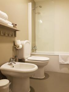 A bathroom at Hotel Margarida Da Praça