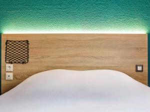 A bed or beds in a room at hôtel F1 Strasbourg Sud La Vigie