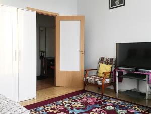 Телевизор и/или развлекательный центр в Apartment By Metro Moskovskaya