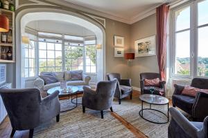 A seating area at Les Villas d'Arromanches, Les Collectionneurs