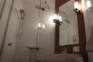 A bathroom at Hotel Middelburg