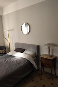 A bed or beds in a room at MAGNIFIQUE APPARTEMENT JEAN MEDECIN/NOTRE DAME