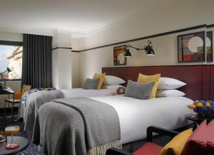 A bed or beds in a room at The Mont