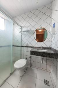 A bathroom at Hotel GAPH Maringa - Economico
