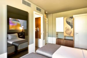 A bed or beds in a room at My Story Hotel Rossio