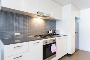 A kitchen or kitchenette at Stylish apartment minutes from city and airport