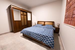 Cama ou camas em um quarto em Bright Apartment 2BR-Al-shurooq district