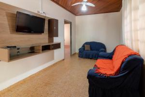 A seating area at Casa central em Bonito-MS