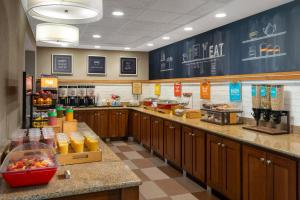 A restaurant or other place to eat at Hampton Inn & Suites Tampa Ybor City Downtown