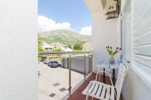 A balcony or terrace at Apartments and rooms Bari
