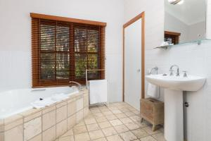 A bathroom at Friday Creek Retreat