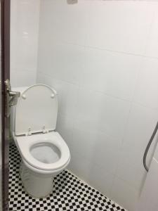 A bathroom at Hang Ho Hostel