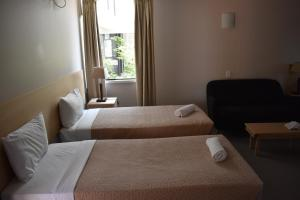 A bed or beds in a room at Alloggio Hamilton Brisbane Airport Newly Renovated