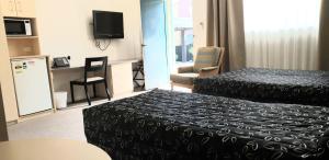 A bed or beds in a room at Elizabeth Motor Inn