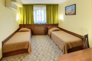 Кровать или кровати в номере Бристоль