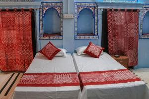 A bed or beds in a room at Purn Haveli