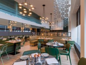 A restaurant or other place to eat at Apex City Quay Hotel & Spa