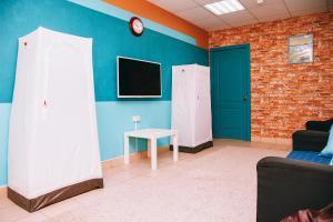 A television and/or entertainment center at Apartamenty Kalina na Prospekt Pobedy, 18-166
