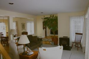 A seating area at Maple Hill Farm Bed & Breakfast