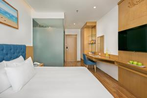 A bed or beds in a room at Seashore Hotel & Apartment
