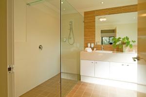 A bathroom at Hermitage Lodge