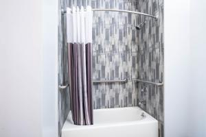 A bathroom at La Quinta Inn and Suites by Wyndham Long Island City
