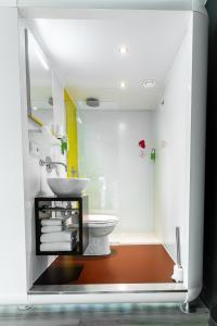 A bathroom at Qbic Hotel WTC Amsterdam