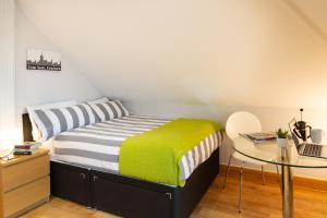 A bed or beds in a room at HomefromHolme Alban House