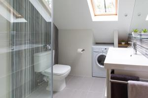 A bathroom at HomefromHolme Alban House