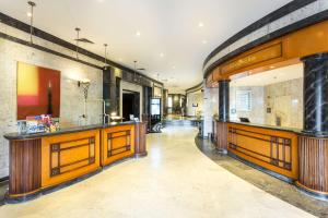 The lobby or reception area at Radisson Blu Hotel Lisbon