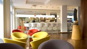 The lounge or bar area at Park Plaza Berlin Kudamm