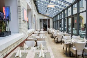 A restaurant or other place to eat at Park Plaza Wallstreet Berlin Mitte