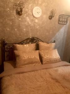 Кровать или кровати в номере Happy Home
