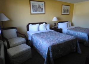 A bed or beds in a room at Budget Inn