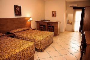 Cama ou camas em um quarto em Lazuli Hotel