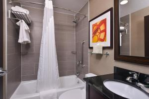 Bagno di Holiday Inn New York-JFK Airport Area, an IHG Hotel