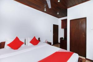 A bed or beds in a room at Hotel Aradhana